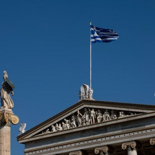 Greek current account gap widens in March, tourism revenue falls