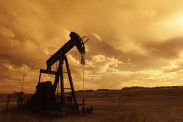 Oil price drops more than 2% on China's virus curbs, strong dollar