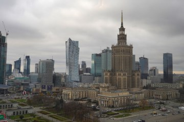 Polish economy slips less than expected in Q1 amid pandemic