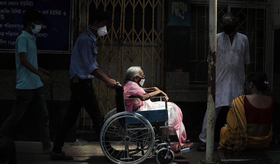 Photo Story – Coronavirus pandemic in India amid vaccine shortage