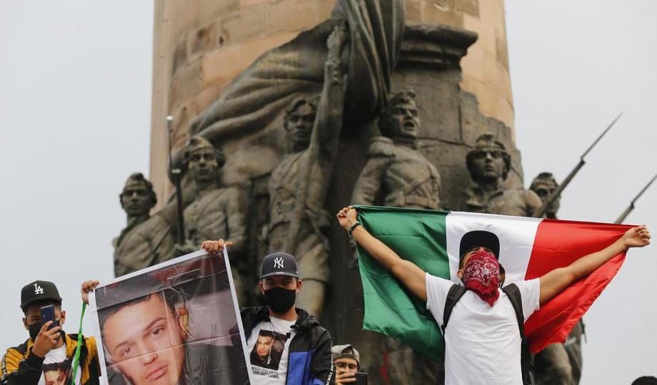 Photo Story – Young people demand justice  for the murder of three brothers in Western Mexico