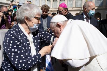 Pope kisses tattoo number on Auschwitz survivor's arm