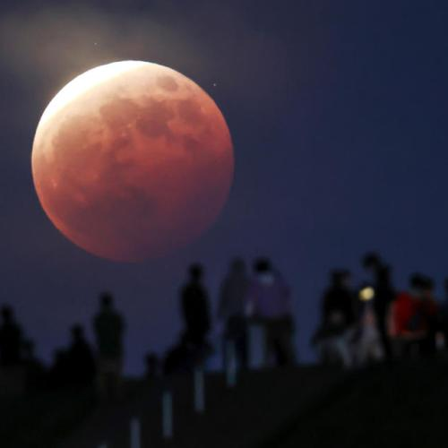 Photo Story – Total eclipse of the moon as seen from Japan