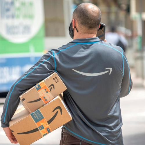 Amazon orders all U.S. employees to mask up at work