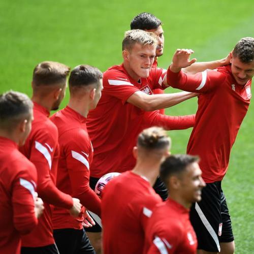 Poland bid for rare fast start against Slovakia