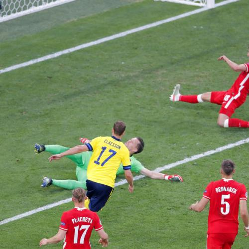 Sweden take top spot after thrilling 3-2 win over Poland