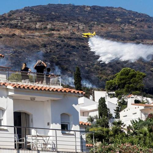Photo: Hundreds evacuated and 500 hectares burnt in forest fire in Girona, Spain