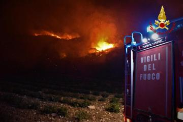 UPDATED: Firemen fight wildfires in Sicilian town of Catania