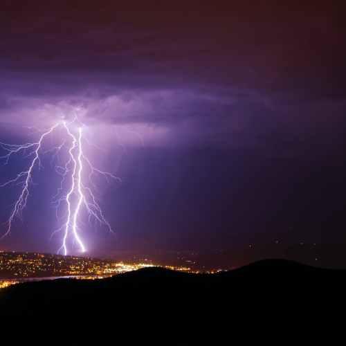 Lightning strikes fuel wildfires during Canadian heatwave