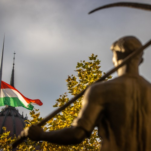 Hungary plans export curbs on construction materials