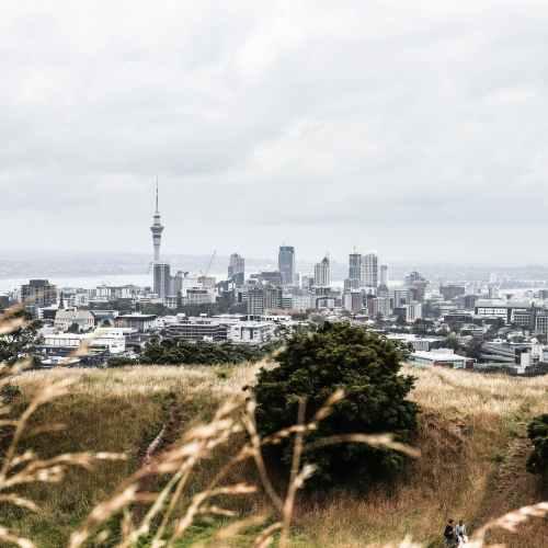 New Zealanders begin life in lockdown, Delta cases edge up