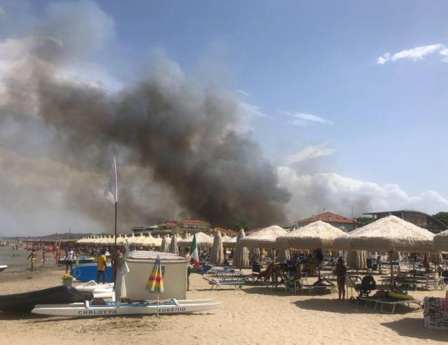 Fires engulf residential area near Pescara's coast in Italy