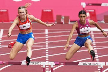 American Sydney McLaughlin breaks own world record in 400m hurdles