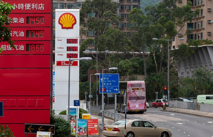 China's oil consumption seen peaking around 2026, Sinopec exec says