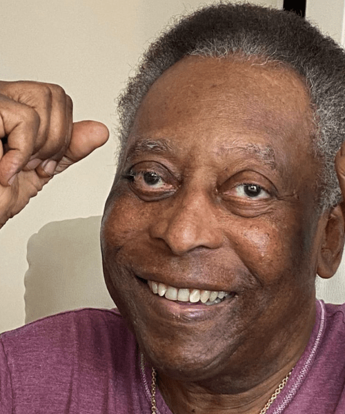 Pele continues recovery, undergoes physiotherapy in hospital
