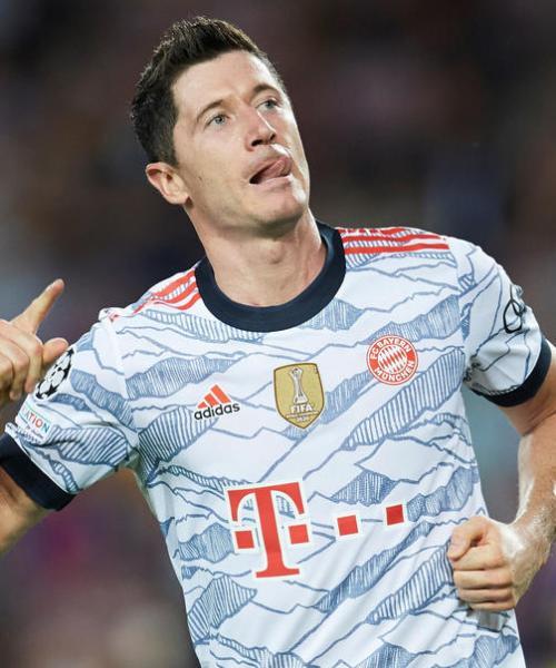 Lewandowski, Mueller propel dominant Bayern to easy win at Barca