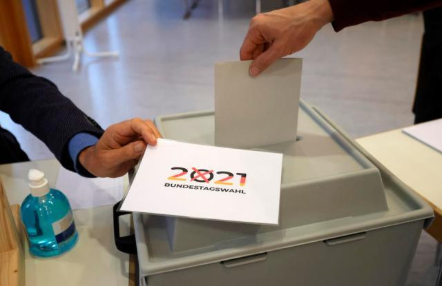 UPDATE – Germans vote in close election to decide Merkel successor