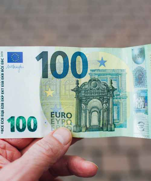 France offers lower-income households 100 euro inflation bonus