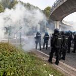 VIDEO: Healthpassprotest continues at Italian port despite police water cannon, tear gas