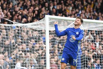 Leaders Chelsea hammer Norwich 7-0 in Premier League
