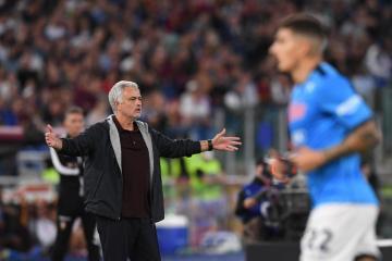 Mourinho sent off as Roma ends Napoli's winning start to season