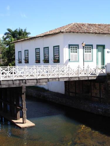 Casa da Ponte, por Fiume, julho 2005