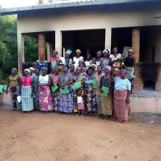 Photo de famille des groupements Lonlon Ayagou et Mignon Miagnon
