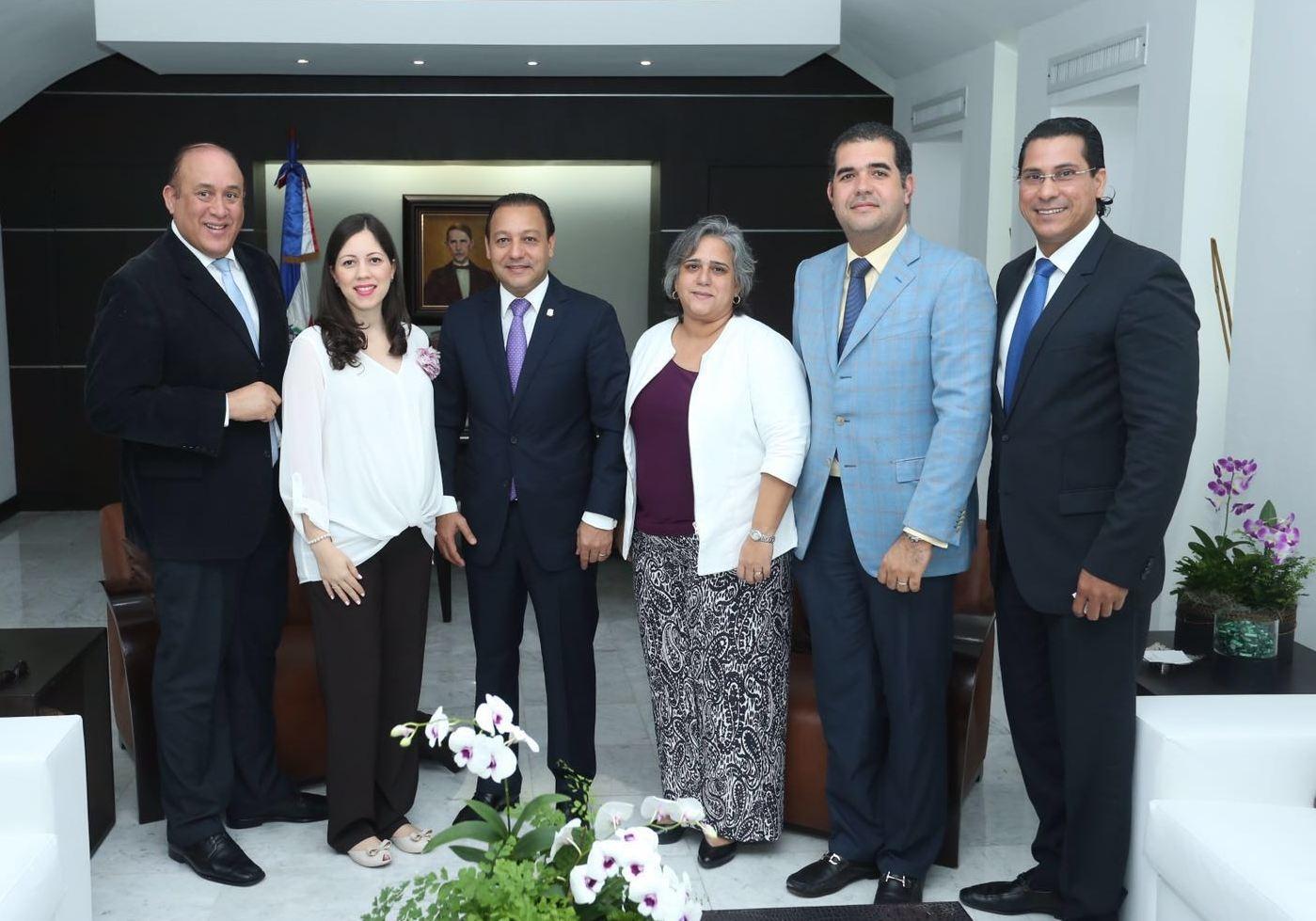 Encuentro entre alcalde electo Abel Martínez, CDES e ICMA