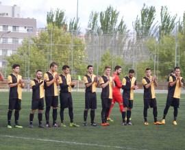 Foto de equipo del primer equipo saludando