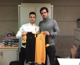 Solano posando junto al Director Deportivo del Club