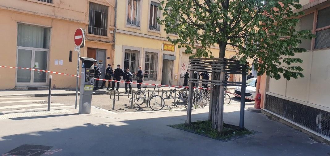 Nous sommes profondément indignés d'apprendre qu'une vingtaine de « loups gris » à la solde de l'islamo-fasciste turc Erdogan ont attaqué aujourd'hui, samedi 3 avril, l'association kurde de Lyon membre de notre réseau.