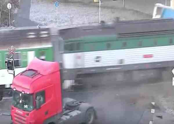 VIDEO: Train Rips Off Trailer