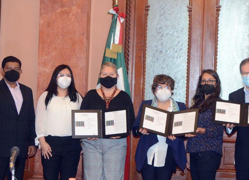 Emiten SEP y Sepomex estampilla en homenaje a Rosaura Zapata Cano