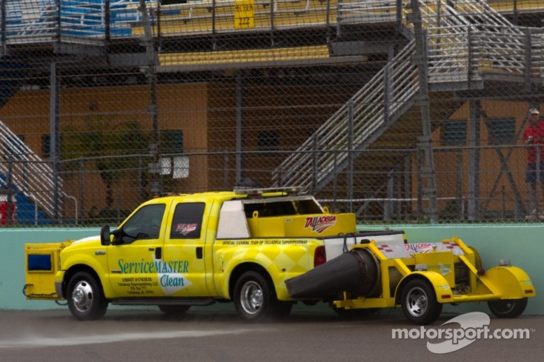 NASCAR: Juan Pablo Montoya hits Jet Engine During Daytona500