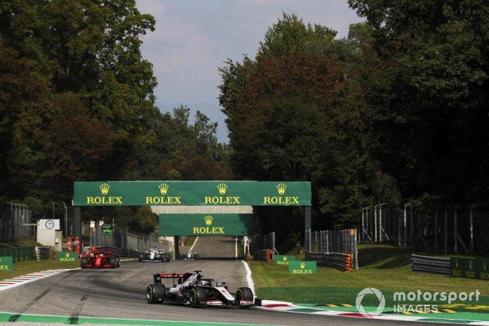 Romain Grosjean, Haas VF-20, Sebastian Vettel, Ferrari SF1000, George Russell, Williams FW43
