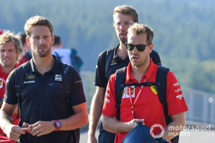 Romain Grosjean, Haas F1, y Sebastian Vettel, Ferrari