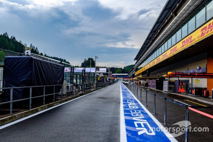 The atmosphere in the pit lane