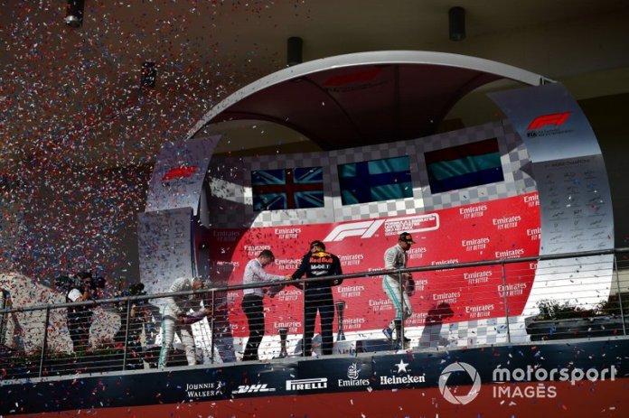 Podio: segundo lugar Lewis Hamilton, Mercedes AMG F1, James Allison, Director Técnico Mercedes AMG, tercer lugar Max Verstappen, Red Bull Racing, y el ganador de la carrera Valtteri Bottas, Mercedes AMG F1