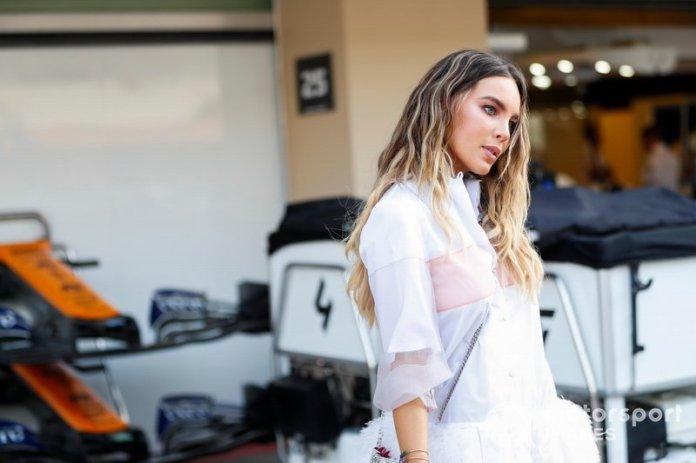 Invitado VIP fuera del garaje de McLaren