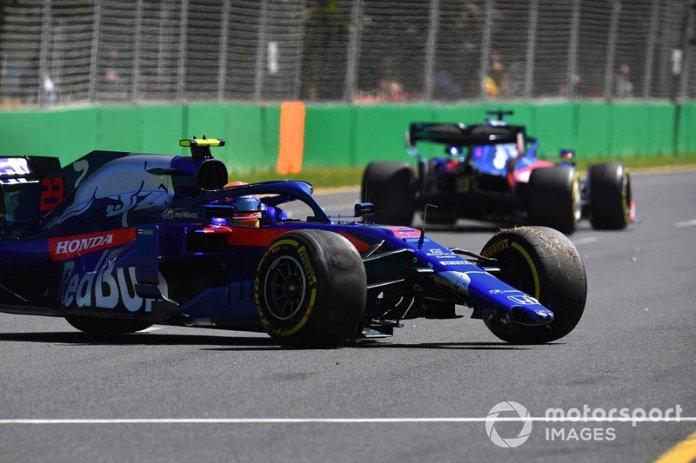 Alexander Albon, Toro Rosso STR14, sufre un trompo y daña el alerón delantero