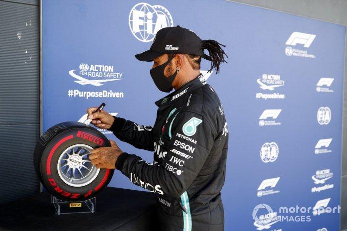Ganador de la pole Lewis Hamilton, Mercedes-AMG F1 firma el Premio Pirelli Pole Position