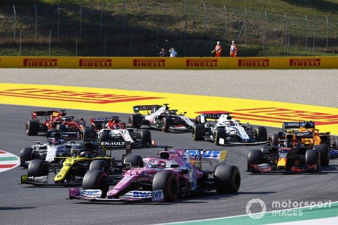 Sergio Pérez, Racing Point RP20, Daniel Ricciardo, Renault F1 Team R.S.20, Alex Albon, Red Bull Racing RB16, Daniil Kvyat, AlphaTauri AT01 al reinicio