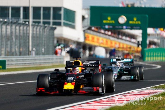 Max Verstappen, Red Bull Racing RB15, lidera a Lewis Hamilton, Mercedes AMG F1 W10