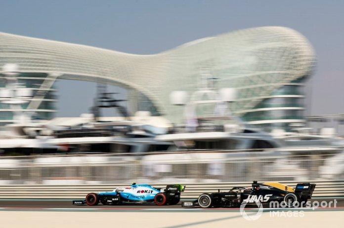 Robert Kubica, Williams FW42, y Romain Grosjean, Haas F1 Team VF-19
