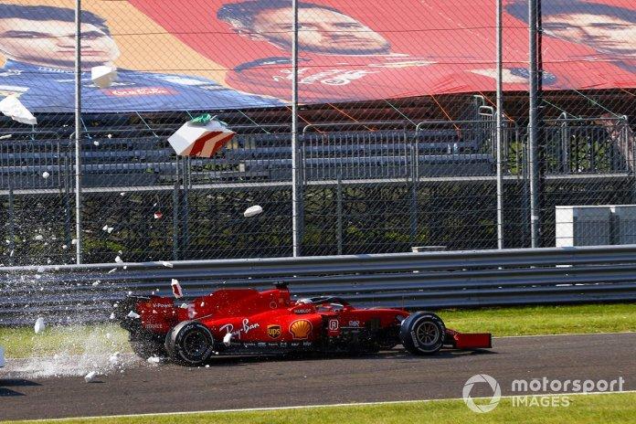 Sebastian Vettel, Ferrari SF1000, choca con las barreras