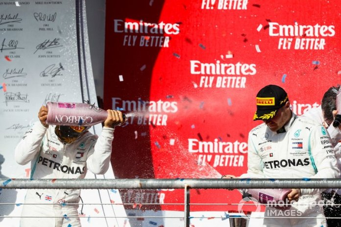 Podio: segundo lugar Lewis Hamilton, Mercedes AMG F1, y ganador de la carrera Valtteri Bottas, Mercedes AMG F1
