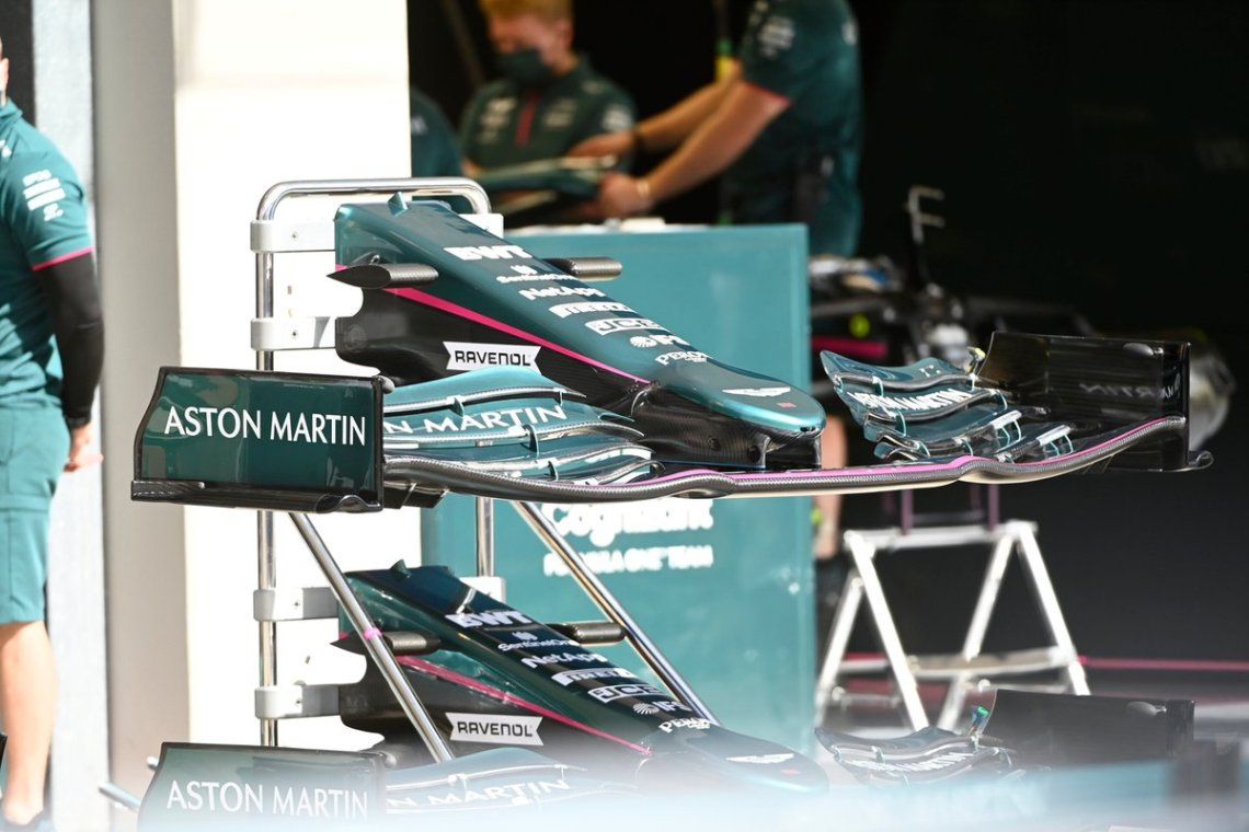 Aston Martin AMR21 nose and front wing detail