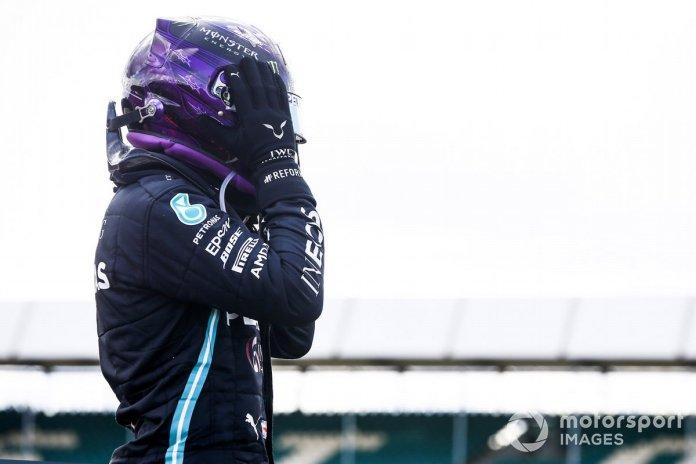 Ganador de la carrera Lewis Hamilton, Mercedes-AMG Petronas F1 celebra en Parc Ferme