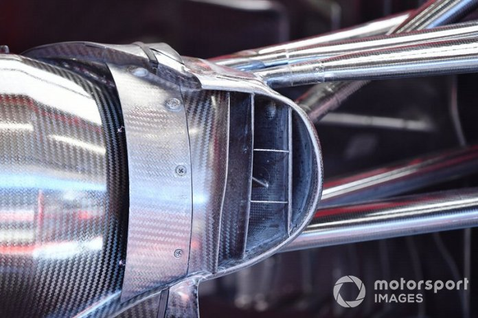 Detalle del conducto de freno de un monoplaza en el garaje