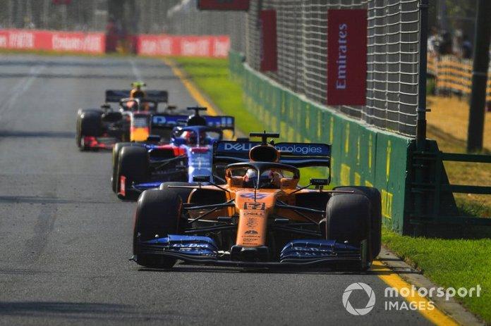 Carlos Sainz Jr., McLaren MCL34, Daniil Kvyat, Toro Rosso STR14, y Pierre Gasly, Red Bull Racing RB15